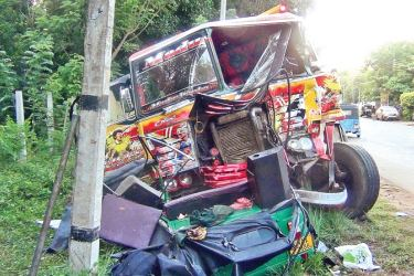 The scene of the trishaw, tipper truck collision at Lunama, Hambantota yesterday.  Picture by Lunama Group Correspondent.