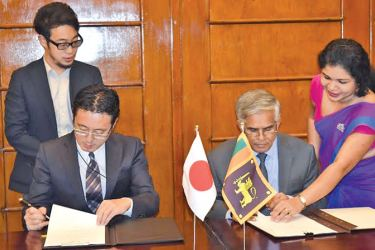 Dr. R. Samaratunga, Secretary to Ministry of Finance and Mass Media and Fusato Tanaka, Chief Representative of JICA signing the MoU.