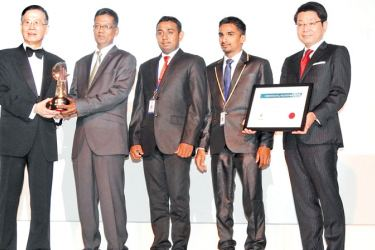 Aruna Liyanage, Senior Program Manager, Prosperous Capital and  Assurance and his team receiving the Haritha Lowak AREA award in Bangkok.