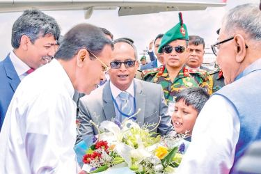 President Maithripala Sirisena being received by Bangladesh President Mohamed Abdul Hamid at the Dhaka International Airport yesterday. Picture by Sudath Silva