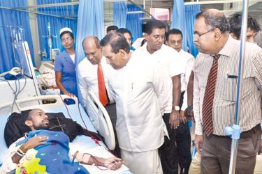 Health Minister Dr. Rajitha Senaratne in conversation with one of the patients who underwent organ transplant.