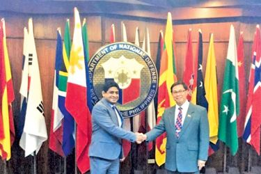 State Minister of Foreign Affairs Vasantha Senanayake and National Defence of Philippines Undersecretary (Deputy Minister) Cardozo M. Luna shaking hands.