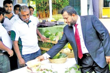 Minister of Industry and Commerce Rishad Bathiudeen inspects agri-produce  on display at the 16th Pro Food Pro Pack Ag-Biz international expo at BMICH.