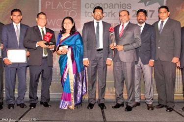 The HNB Grameen Team with the Awards