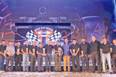 CEAT's Top 10 dealers with representatives of the management at the company's 2017 awards at Shangri La, Hambantota.