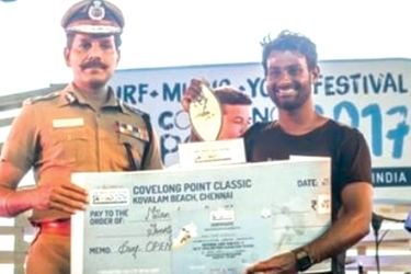 Milan Andrahennadige receiving his award at the prize giving of Covelong Surf Point Competition in Kovalam, Chennai.
