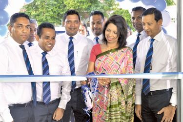 Surekha Alles, Chief Executive Officer, Allianz Insurance Lanka and members of the company's senior management team at the opening.