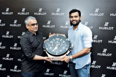 Rohit Sharma presenting a Hublot Big Bang Wall Clock to Akram Cassim, CEO Colombo Jewellery Stores