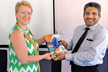 Mohamed Muzain of the UNDP presents the newly launched Five-Year District Development Plan (2017-2021) of Mannar District to Libuse Soukupova, Head of Cooperation of the European Union Delegation to Sri Lanka and the Maldives