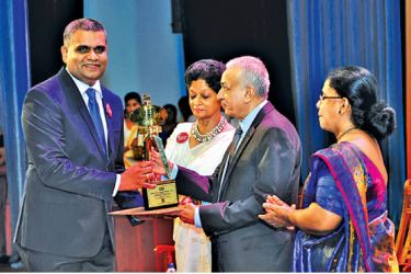 Dr. Sankalpa Gamwarige- Zone24x7 Pvt Ltd General Manager and VP of Engineering receiving the award from Minister of Development Strategies and International Trade Hon Malik Samarawickrama