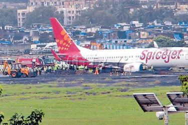 SpiceJet flight overshoots runway at Mumbai airport on Tuesday. (mid-day.com)