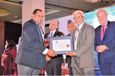 Dr. Prasad Medawatta, (GCEO) receiving the award at the CMA Excellence in integrated Annual Reporting Awards