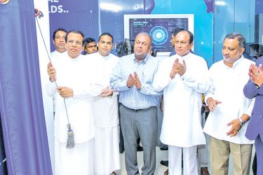 President Maithripala Sirisena unveiling the plaque of the new building.