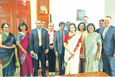 Officials of the CBB and Ceylon Chamber of Commerce with the High Commissioner and officials of the Department of Commerce, Sri Lanka