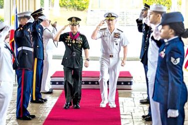 Philippines Military Chief General Eduardo Ano with US Pacific Command Chief Admiral Harry Harris in Hawaii last week.- AFP