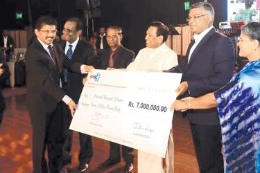 Health Minister Dr. Rajitha Senaratne, National Hospital Director General Dr. Anil Jasinghe and SPMC Chairman Dr. Sayura Samarasundara holds the cheque for Rs. 7 million donated to the NHSL by SPMC to mark its 30th Anniversary.