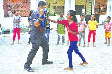 Ranasinghe teaching young children self defence in Kolonnawa