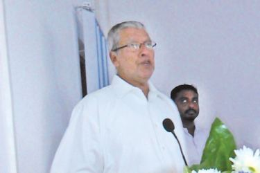 MP and Deputy Leader of ACMC M. H. M. Navavi speaking at the Job Fair held in  Puttalam district.