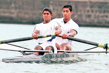 Daraka Peiris and  Kavindu Mediwake of  S. Thomas' College row their way to victory in the boys under 20  qualifying event.  (Picture by Sulochana Gamage)