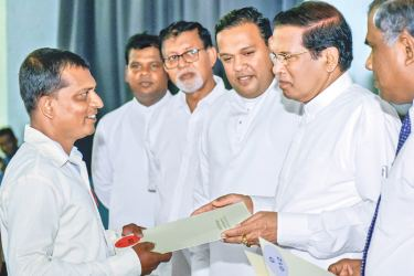 President Maithripala Sirisena distributes self employment equipment to a beneficiary under the Pibidemu Polonnaruwa programme at the Polonnaruwa Buddhi Mandapaya on Saturday.  Picture by Sandaruwan Amarasinghe