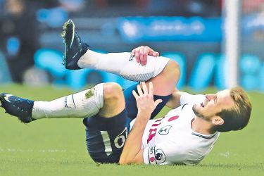 Harry Kane clutches his right leg during  Tottenham's 1-0 win against Crystal Palace.