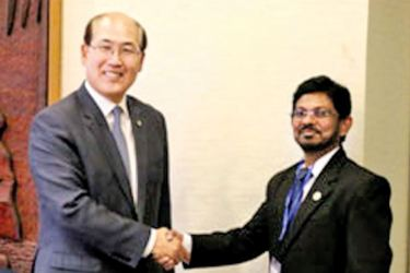 """Capt. Nish Wijayakulathilaka with the Secretary General of the IMO at the """"day of the Seafarer - 2017"""" at IMO Ambassadors Forum in London."""