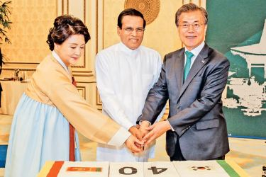 President Maithripala Sirisena and President Moon Jae-in cutting the cake. Picture by Sudath Silva