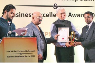 Hayleys Kelani Valley Plantations' Deputy General Manager- HR and Corporate Sustainability, Anuruddha Gamage receiving the award for Outstanding HR Leadership from SAPSAA 2017 Chief Guest and Chief Advisor for Prime Minister of Bangladesh, Dr. Gowher Rizvi