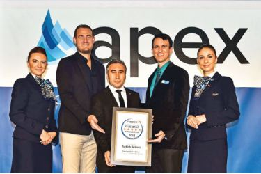 The Turkish Airlines team with their award