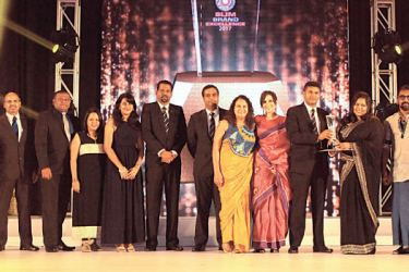 Hemas Manufacturing Team together with supporting Agencies, Phoenix Ogilvy and Bates Strategic Alliance celebrates winning Silver for Product Brand of the Year at SLIM Brand Excellence Awards 2017.