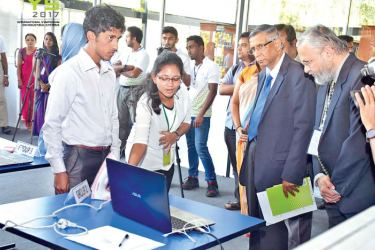 Judgers talking to the exhibitors