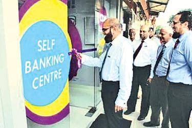 Chief Executive Officer Mohamed Azmeer officially launching the Amana Bank Self Banking Centre at Slave Island along with Director Jazri Magdon Ismail and members of the Management Committee.