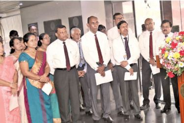 People's Bank Chief Executive Officer and General Manager,  N. Vasantha Kumar addressing the staff .