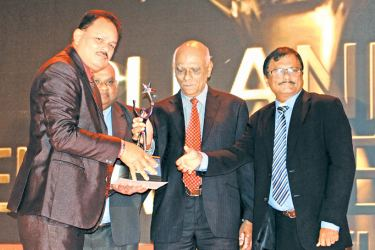 Jagath Dissanayake, Managing Director and Chief Executive of Group of Pentium receiving the award