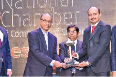 Browns Group Chief Financial Officer Thamotharampillai Sanakan together with Senior Vice President - Group Human Resources Paduma Subasinghe and Chief Process Officer C.N. Rathakrishnan accepting the award.