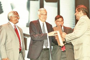 Seylan Bank General Manager and CEO  Kapila Ariyaratne receiving the award from Prime Minister Ranil Wickremesinghe.