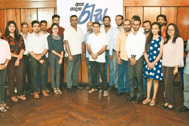 The editorial staff of Resa at the launch of the newspaper.