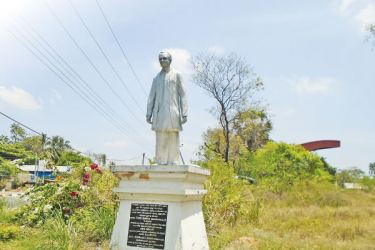 Statue of the late founder member of SLFP and former Minister of Social Services and Cultural Affairs T. B. Tennakoon in Dambulla seen unattended.