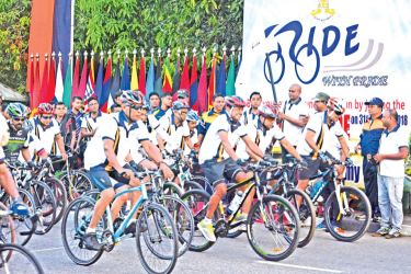 The Commander of the Army  Lieutenant General Mahesh  Senanayake flagged off to start  the race.