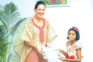 FAO Representative to Sri Lanka and the Maldives, Nina Brandstrup presents Rithini Perera the certificate for winning third place in the World Food Day Global Poster Contest.