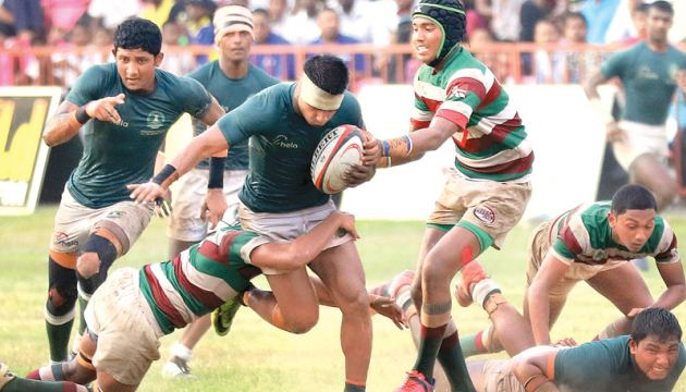 Isipathana skipper Sumudu Rankothge (ball in hand) making a break evading several Zahira defenders with support coming his way from his second row forward Sudeera Gayanath (left of Rankothge) and scrum half Harith Bandara (with head bandage) in the Singer 'A' division inter schools rugby match played at Havelock Park yesterday. Pic by Saman Sri Wedage