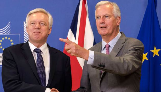 EU chief Brexit negotiator Michel Barnier, (Right), welcomes British Secretary of State David Davis for a meeting at the EU headquarters in Brussels on July 17, 2017. - AFP