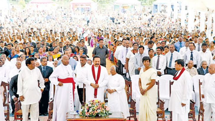 President Mahinda Rajapaksa at the exhibition on the evolution of currency.