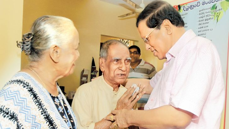 President Maithripala Sirisena on Saturday visited the residence of music maestro Pandith W.D. Amaradeva in Maharagama and inquired into his well being. The picture shows Pandith Amaradeva welcoming the President.
