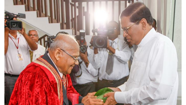 President of the Economists' Association Prof. A. D. V. de S. Indraratne receives the President on his arrival