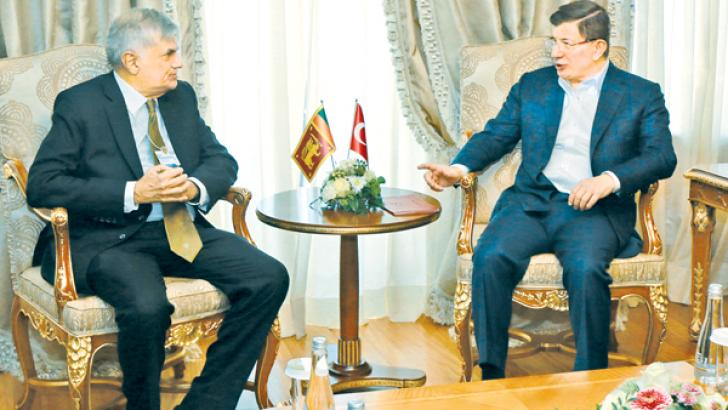 PM meets Turkish counterpart : Prime Minister Ranil Wickremesinghe who is attending the World Economic Forum 2016 in Davos, Switzerland met Turkish Prime Minister Ahmet Davotu Lu and held bilateral talks on the sidelines of the Summit on Wednesday. Ministers Malik Samarawickrema and Ravi Karunanayake were associated with the Prime Minister during the talks.