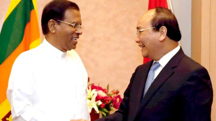 President Maithripala Sirisena who is in Japan to attend the G 7 Summit met Vietnamese Prime Minister Ngyuyn Xuan Phuc for talks at the Nagoya Tokyu Hotel yesterday. Picture courtesy President's Media Division