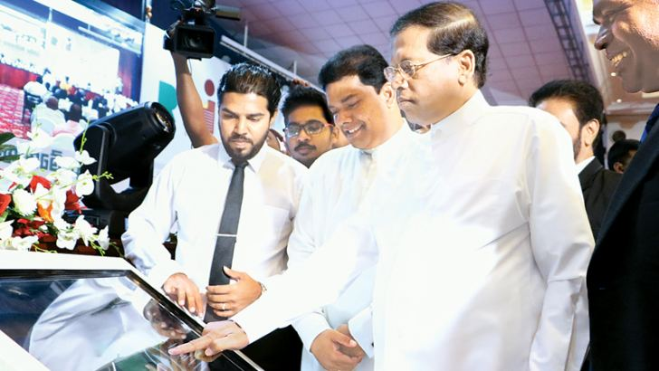 """PRESIDENT LAUNCHES RTI WEBSITE  : President Maithiripala Sirisena who addressed an awareness workshop of Information Officers appointed under the """"Right To Information"""" (RTI) Act, is seen launching the RTI website at Temple Trees yesterday. Picture by Saman Sri Wedage"""