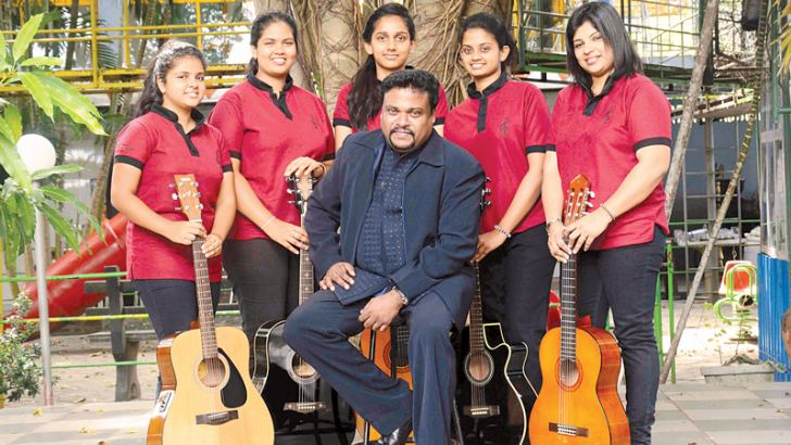 Pradeep Bogahawatte with senior students of Crescendo Institute of Music