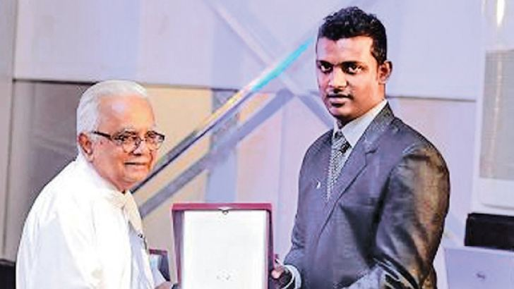 Sarvodaya Leader Dr A.T Ariyaratne receiving a memento.